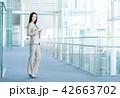 タブレット ビジネスウーマン ビジネスの写真 42663702