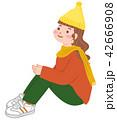 体育座りをする女性 42666908