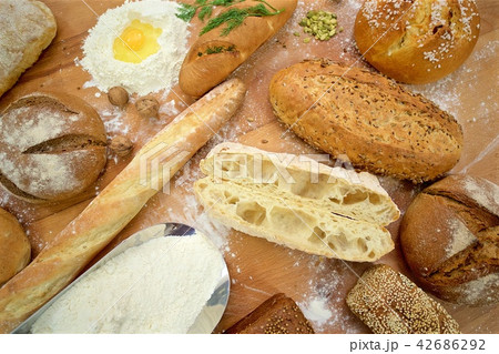 Many mixed breads on the table, shot from above 42686292