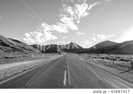 (セピア)ニュージーランドの道路 42687427