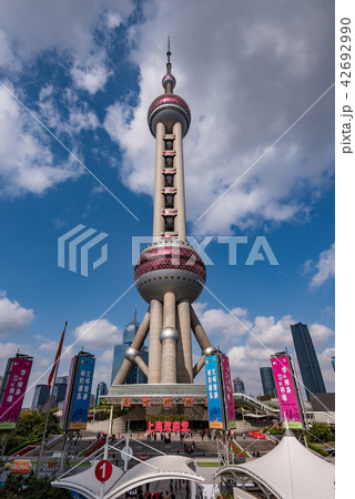 中国・上海の東方明珠電視塔 42692990