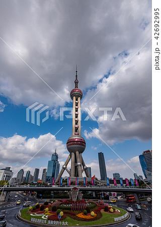 中国・上海の東方明珠電視塔 42692995