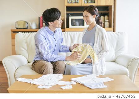 夫婦 家族 妊婦 42707455