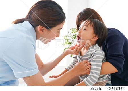 歯医者さんと子ども 42716534