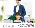 2人 ビジネス オフィスの写真 42717079
