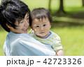 親子 母親 赤ちゃんの写真 42723326