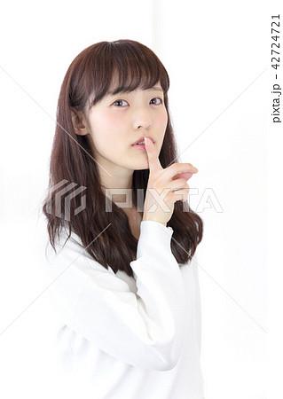 若い女性 ヘアスタイル 42724721