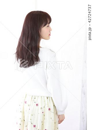 若い女性 ヘアスタイル 42724737
