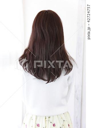 若い女性 ヘアスタイル 42724757