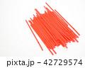 飲み物のプラスチックストロー 42729574