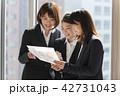 同僚 ビジネス ビジネスウーマンの写真 42731043