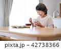 シニア 食事 1人暮らしの写真 42738366