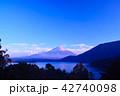 本栖湖 富士山 夕暮れの写真 42740098