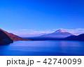本栖湖 富士山 夕暮れの写真 42740099