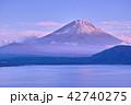 本栖湖 富士山 夕暮れの写真 42740275