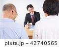 高齢夫婦と営業マン 42740565