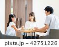 若い家族(食卓) 42751226