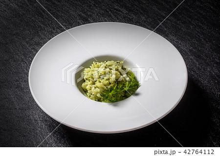 リゾット( risotto (squid ink, tomato, basil) 42764112