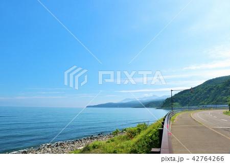 北海道 青空とオホーツク海 42764266