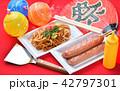 お祭り、おまつり、祭事、催事、縁日の焼きそば(やきそば、ヤキソバ)イメージ。 42797301