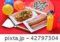 お祭り、おまつり、祭事、催事、縁日の焼きそば(やきそば、ヤキソバ)イメージ。 42797304
