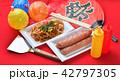 お祭り、おまつり、祭事、催事、縁日の焼きそば(やきそば、ヤキソバ)イメージ。 42797305