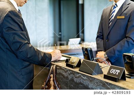 ビジネスマン、出張、受付、チェックイン 42809193