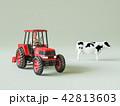 トラクターと牛 42813603