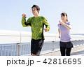 ジョギングをするカップル 42816695