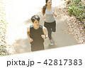 男女 ランニング ジョギングの写真 42817383