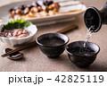 日本酒を注ぐ 42825119