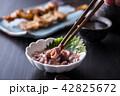イカの塩辛と日本酒 42825672
