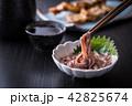 イカの塩辛と日本酒 42825674