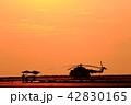 夕日とヘリコプター 42830165