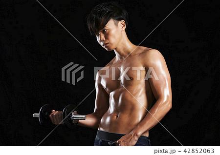 フィットネス 筋肉 ダンベル  42852063