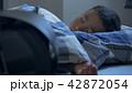 自分の部屋で寝てる小学生 男の子 42872054