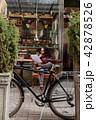 自転車 人 男の写真 42878526