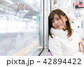 電車 女性 撮影協力「京王電鉄株式会社」 42894422