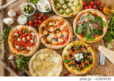ピッツア Italian home-made pizza 42894430