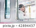 電車 女性 撮影協力「京王電鉄株式会社」 42894437