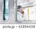 電車 女性 撮影協力「京王電鉄株式会社」 42894438