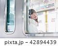 電車 女性 撮影協力「京王電鉄株式会社」 42894439