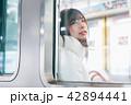 電車 女性 撮影協力「京王電鉄株式会社」 42894441