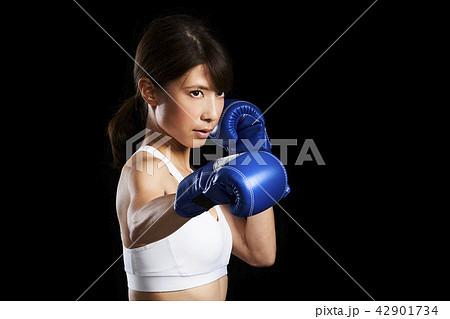 キックボクシング 女性 42901734