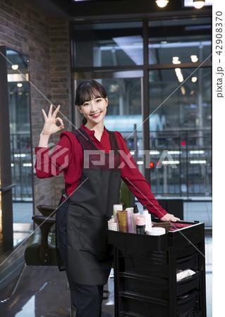 Hairdresser styling woman's hair in a salon. Korean beauty stock photo. 188 42908370