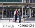 横断歩道 人々 人物の写真 42908424