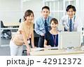 ビジネスマン ビジネスウーマン 会社員の写真 42912372