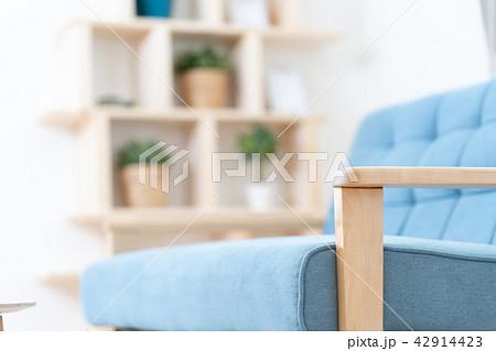 リビングイメージ ソファ 棚 家具 木製の棚 42914423