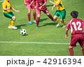 女子サッカー試合風景 42916394