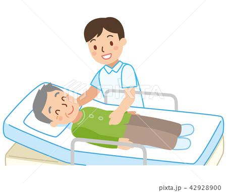 ベッドに寝た男性と介護士 42928900